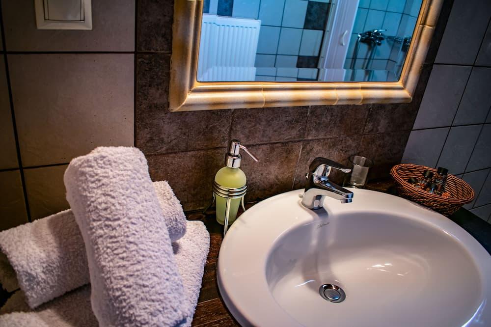 Junior Double or Twin Room - Bathroom
