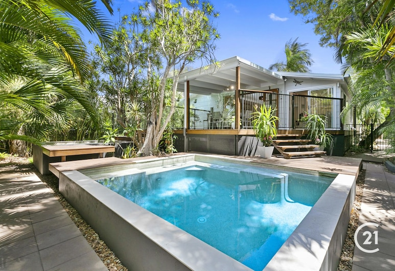 10 Depper - Ultra Cool Beach House - Pet Friendly, Pool, Spa, Minutes to the Beach and Village, Sunshine Beach