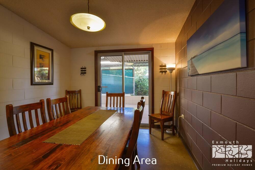 Kuća (4 Bedrooms) - Obroci u sobi