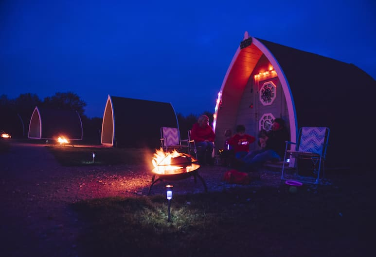 Relaxing Camping Pod Near Lake, campsite., Preston, Front of property - evening