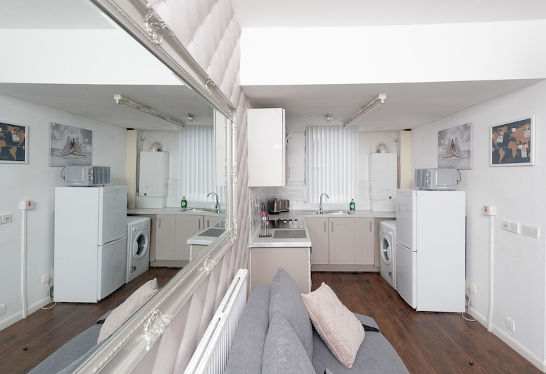 Spencer House, Leeds, Apartment, Private Bathroom (One Bedroom), Lounge
