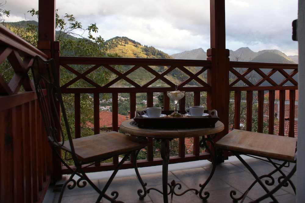 Classic Apartment, 3 Bedrooms, Mountain View - Balcony