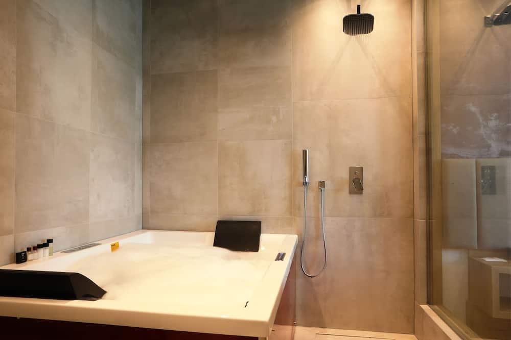 Premium Suite, Jetted Tub - Bathroom