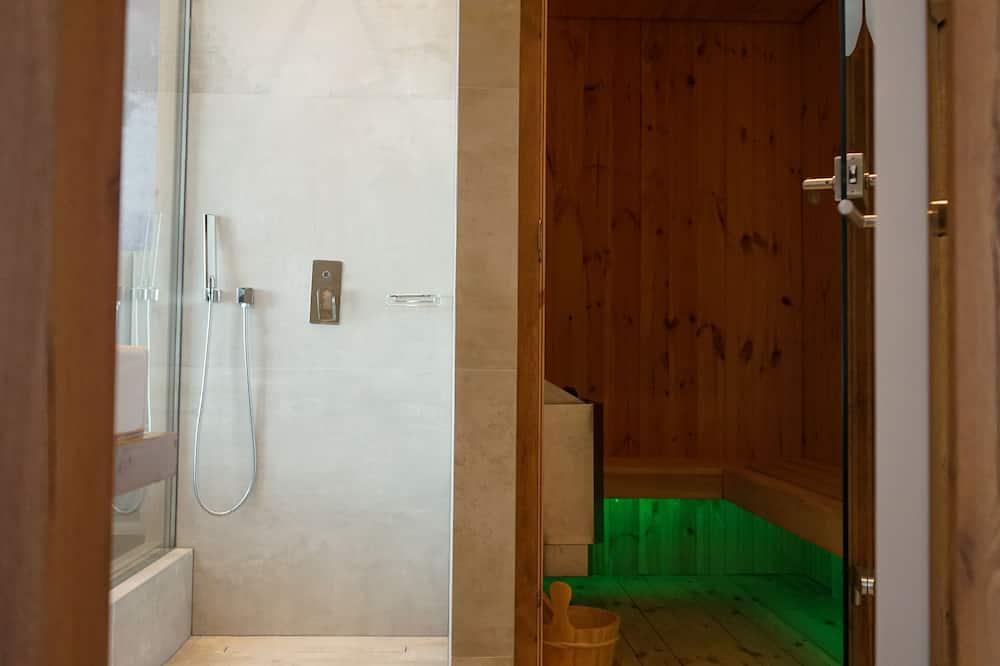 Deluxe Suite, 1 King Bed, Sauna - Bathroom