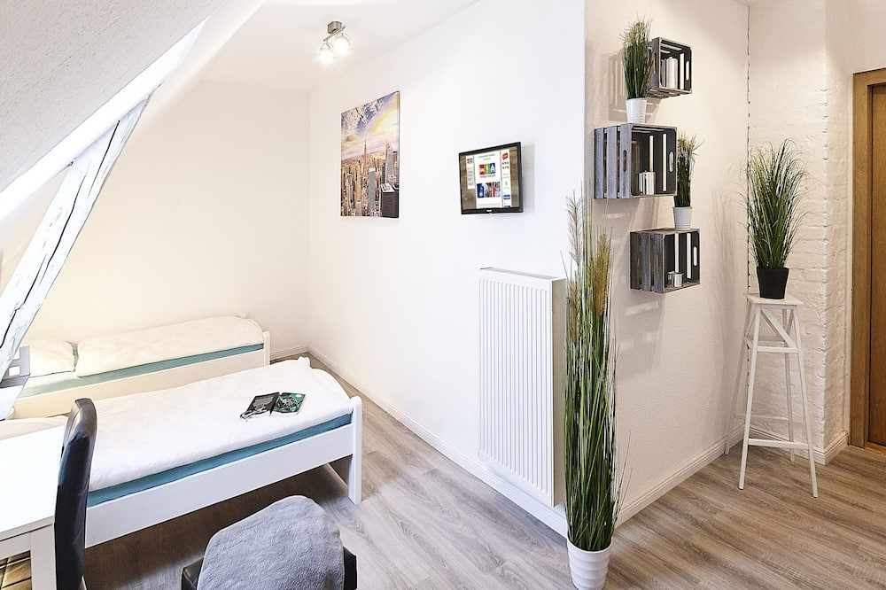 Pokój dla 1 osoby o podstawowym wyposażeniu, wspólna łazienka - Powierzchnia mieszkalna