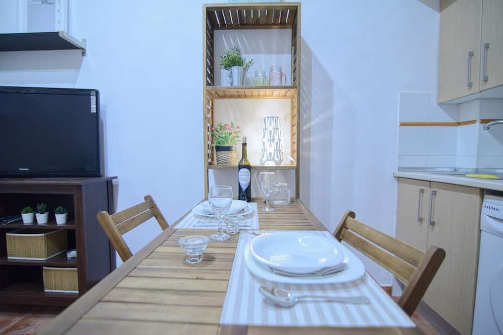 Family Studio - In-Room Dining