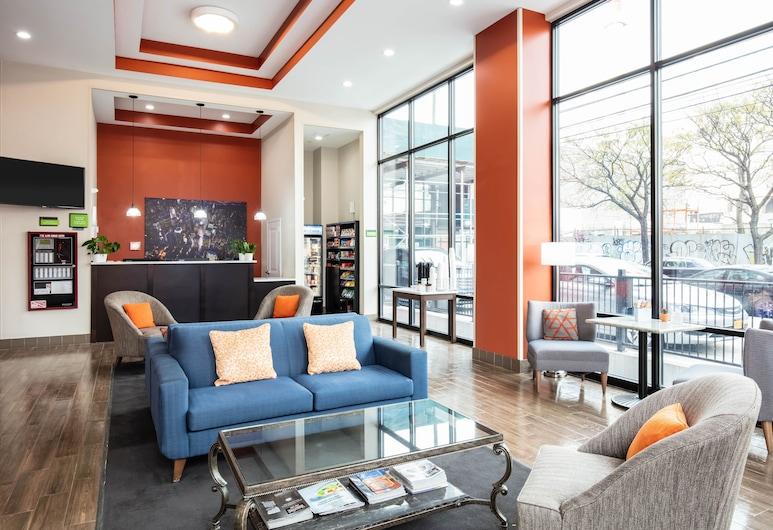 La Quinta Inn and Suites by Wyndham Long Island City, Long Island City, Zitruimte lobby