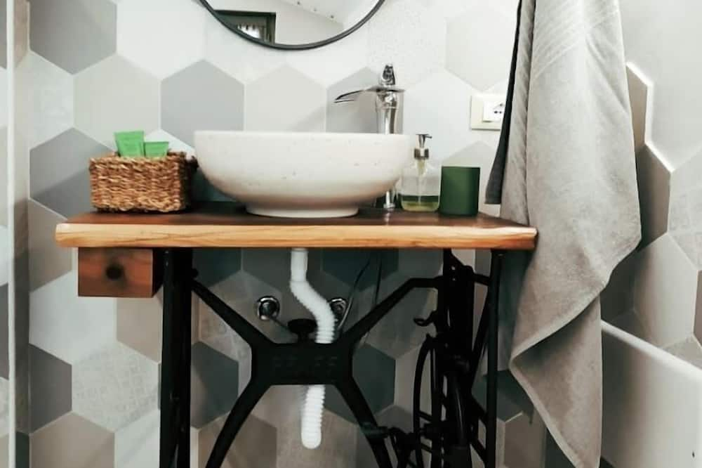 Standard Δίκλινο Δωμάτιο (Double), Κοινόχρηστο Μπάνιο - Νιπτήρας μπάνιου