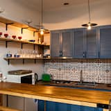 Basic Double Room - Shared kitchen facilities