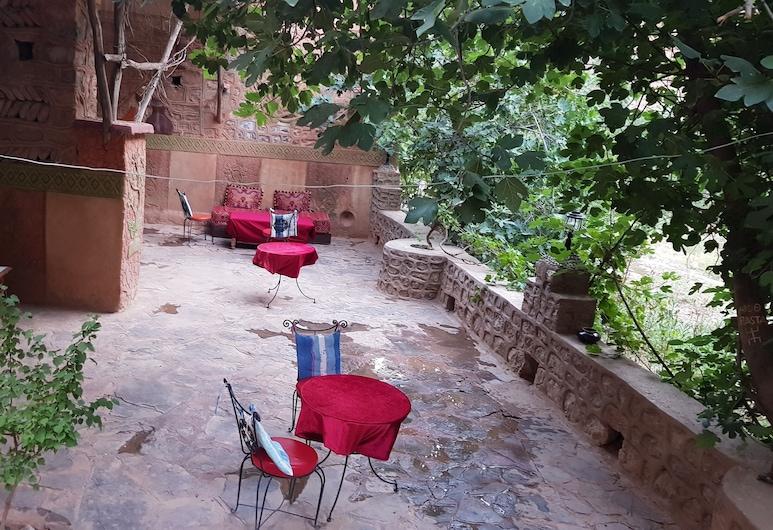 Riad Atlas Berbere, אית סדראת אלג'בל אלספלא, מרפסת/פטיו