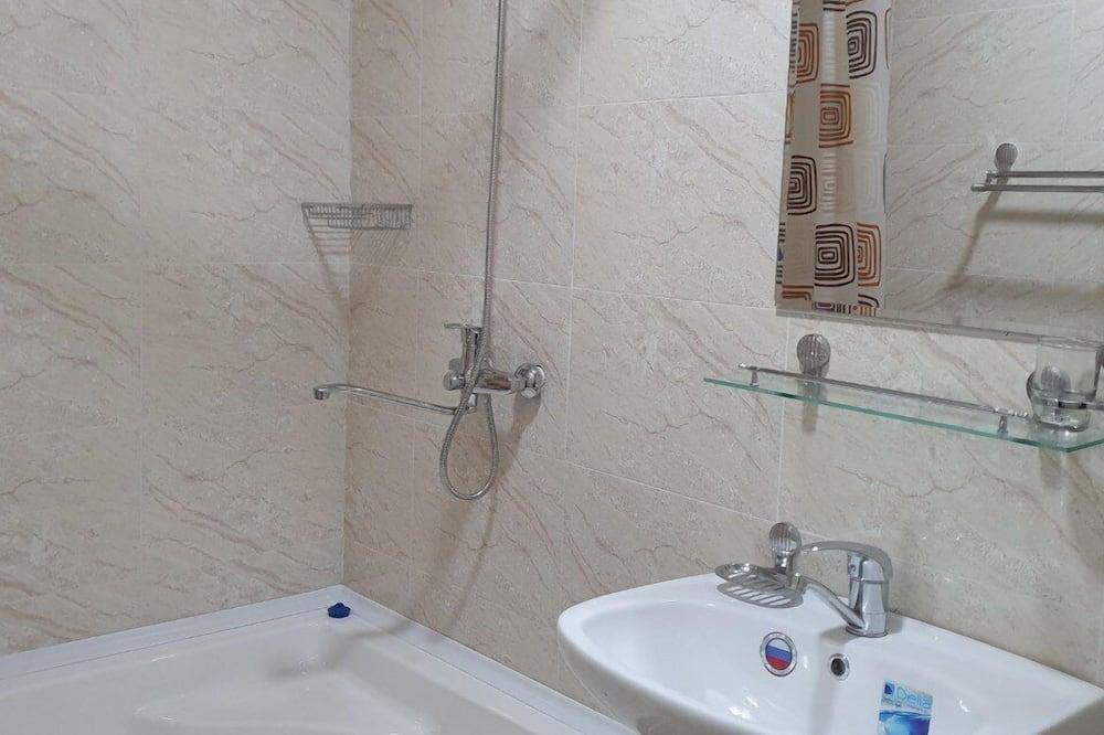 Standard Shared Dormitory, Men only - Bilik mandi