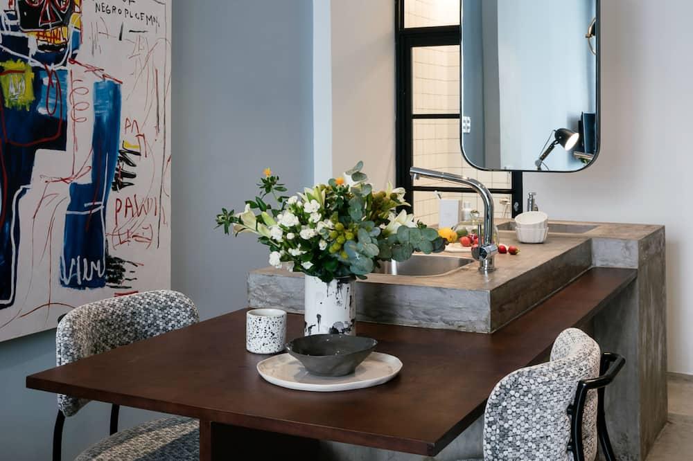 Стандартна студія (Bare Gallery Four) - Обіди в номері