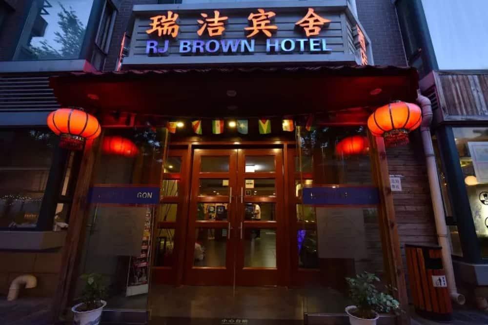 Happy Dragon RJ Brown Hotel