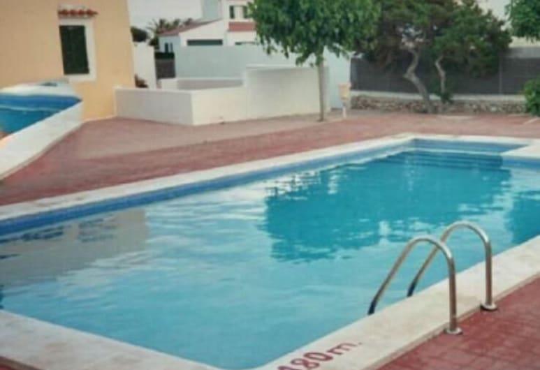 Villa Mabel, Ciutadella de Menorca, Ulkouima-allas