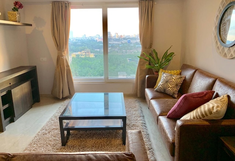 ConnektHomes - Room in Shared Service Flat in BKC, Mumbai