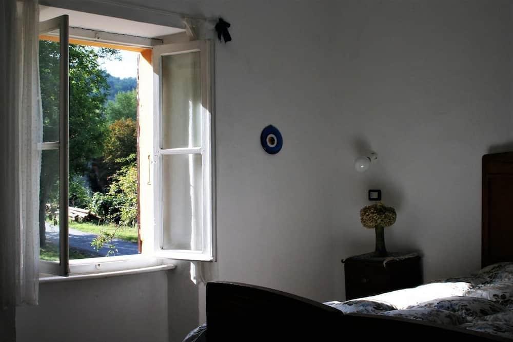 Szoba kétszemélyes ággyal, közös fürdőszoba - Vendégszoba