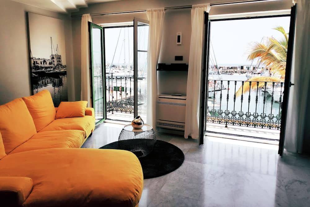 Apartment, 2 Bedrooms, Harbor View - Living Room
