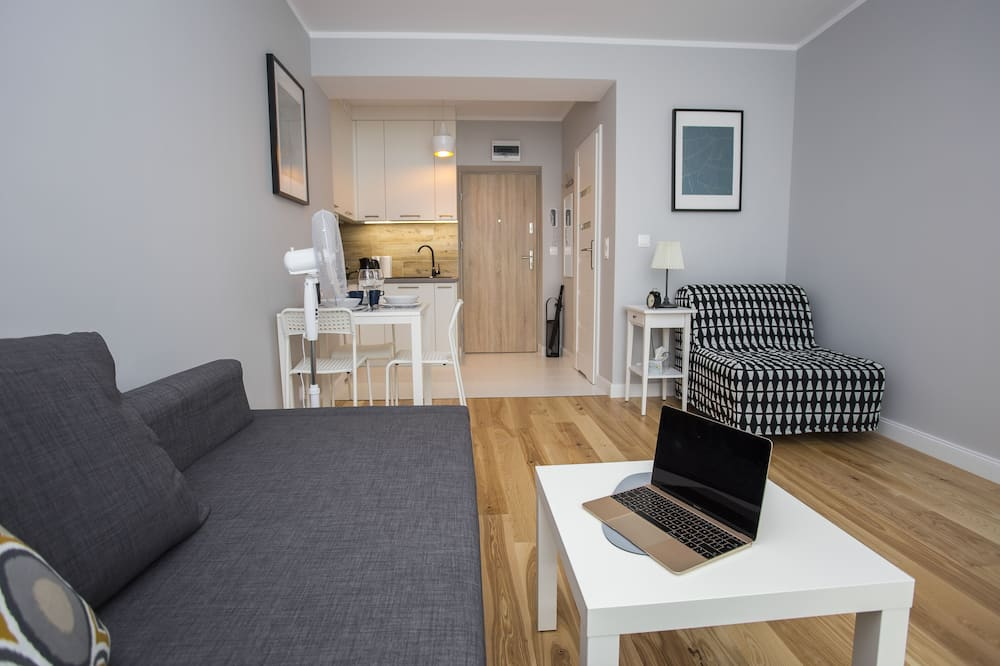Komforta dzīvokļnumurs, virtuvīte, skats uz pagalmu - Dzīvojamā zona