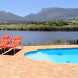 Stunning 3-bed Lakeside Villa With Private Pool