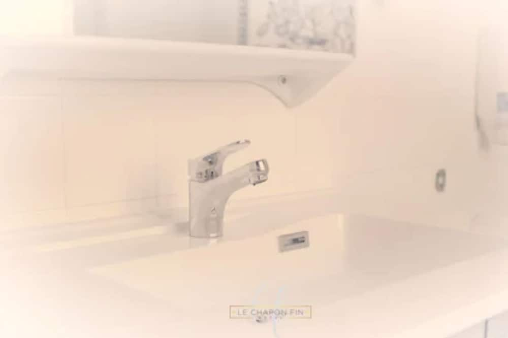 Habitación doble económica - Lavabo en el baño
