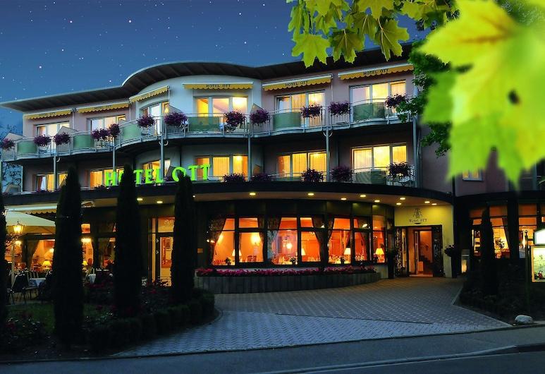 Hotel Ott, Bad Krozingen, Pohľad na hotel – večer/v noci