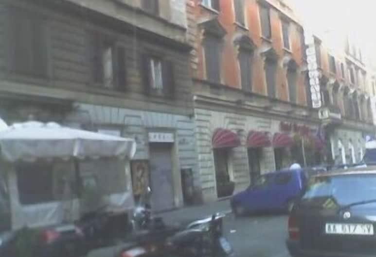 畢達哥拉斯, 羅馬, 客房