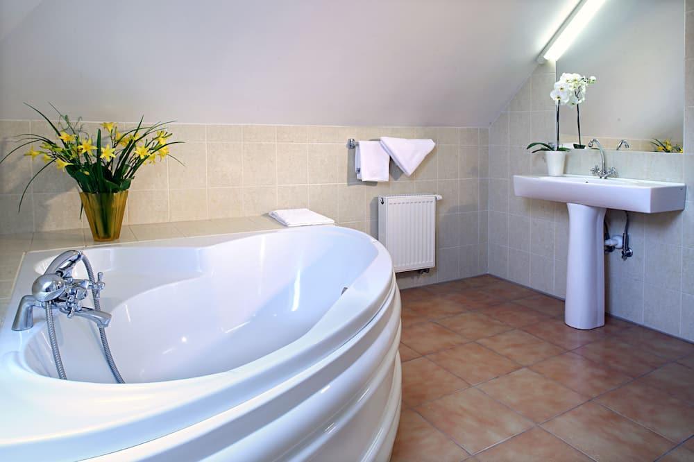 Deluxe Suite, 1 Bedroom, Balcony - Bathroom