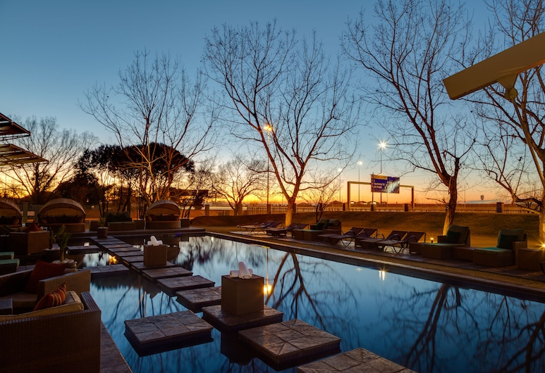 Protea Hotel by Marriott O.R. Tambo Airport, Kempton Park, Piscina all'aperto