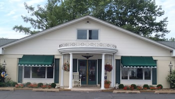 Picture of Glass House Inn in Erie