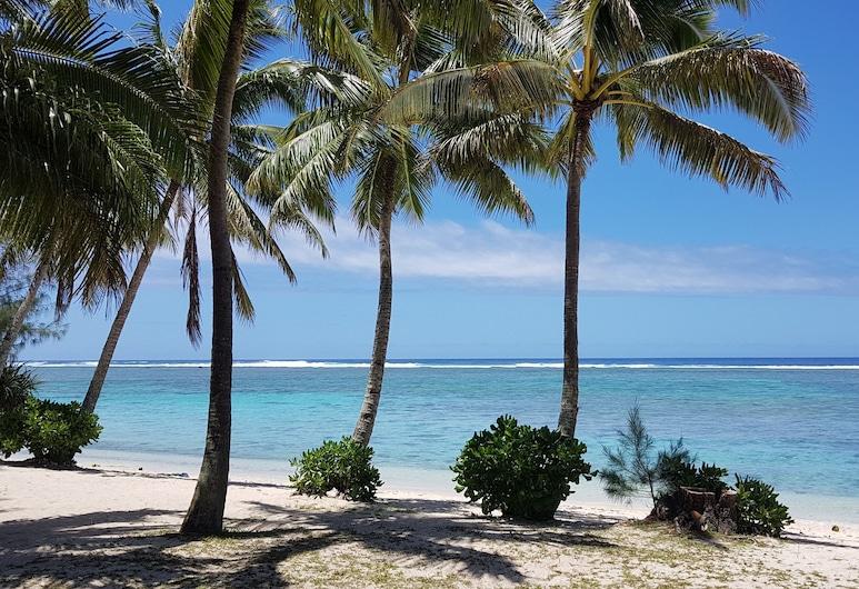 Lagoon Breeze Villas, Rarotonga, Beach