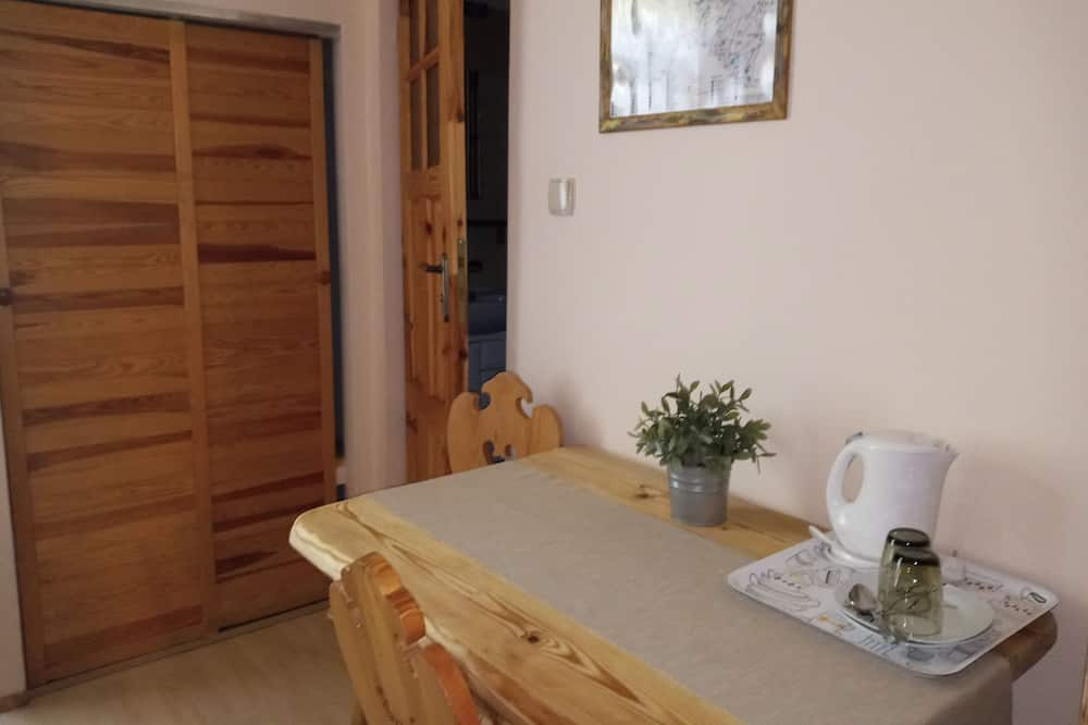 Family Triple Room, Non Smoking, Park View (D2) - In-Room Dining