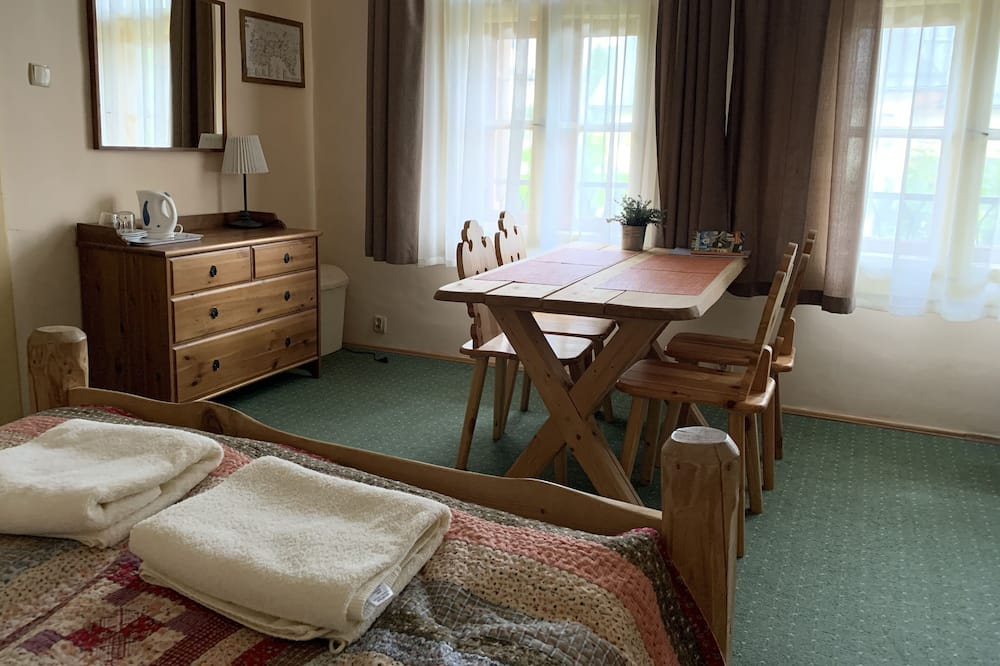 Family Triple Room, Non Smoking, Park View (D9) - Living Area