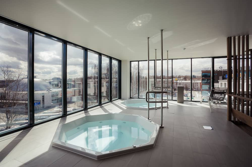 Iekštelpu spa vanna