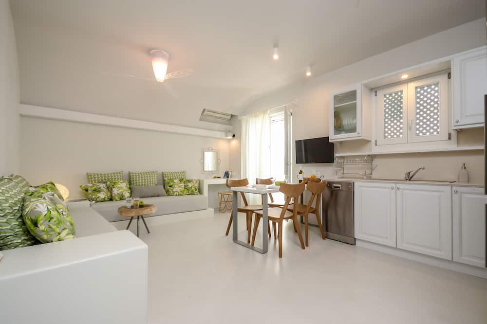 Deluxe Suite (With Living Room) - Ruang Tamu
