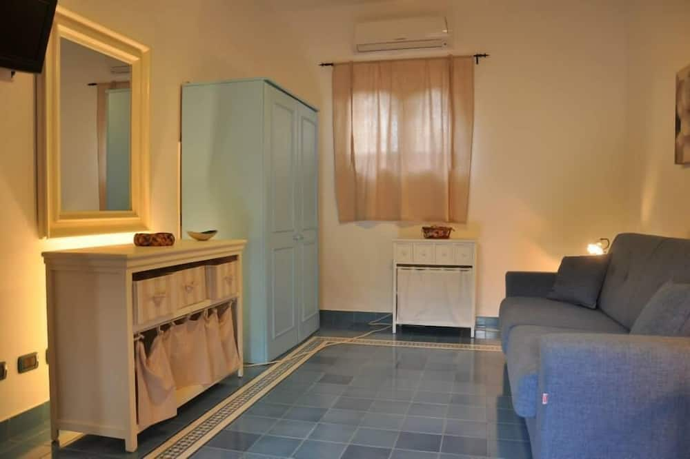 One Bedroom Apartment with Kitchenette for 3 - Obývačka