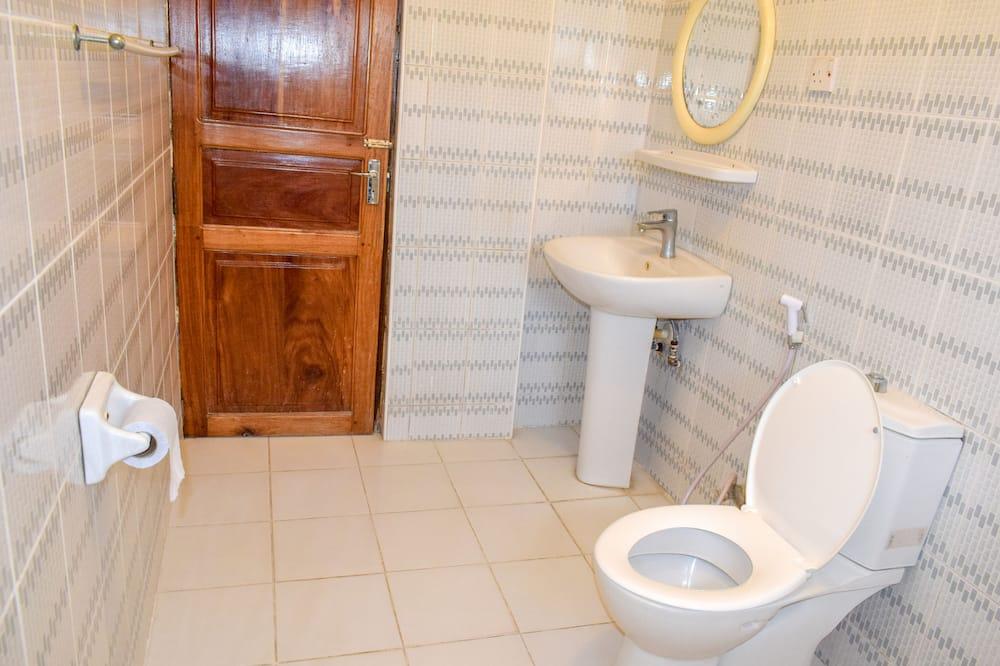 Ekonominės klasės bendrabutis, 2 standartinės dvigulės lovos - Vonios kambarys