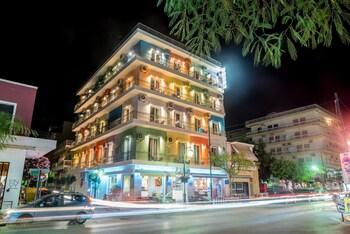 Φωτογραφία του Mitzithras Hotel, Λουτράκι-Άγιοι Θεόδωροι