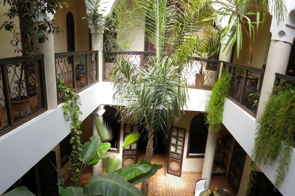 Výhľad na dvor