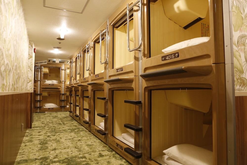 Gang på capsule hotel
