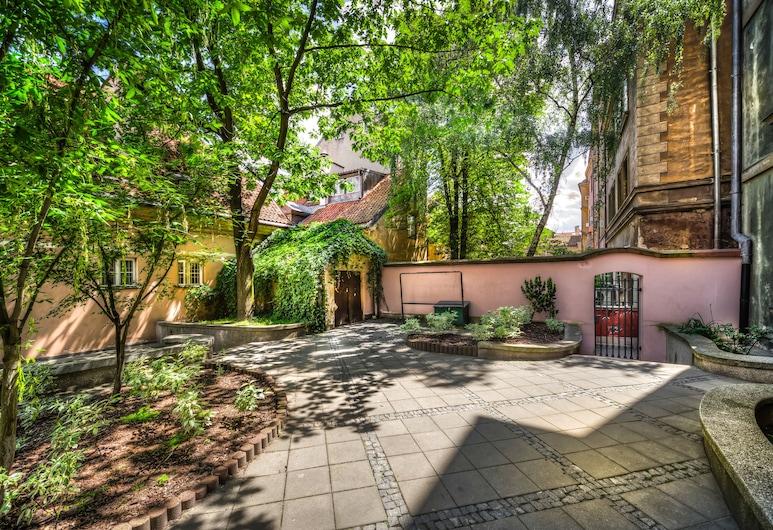 Old Town Kanonia Hostel & Apartments, Varsovia, Terraza o patio