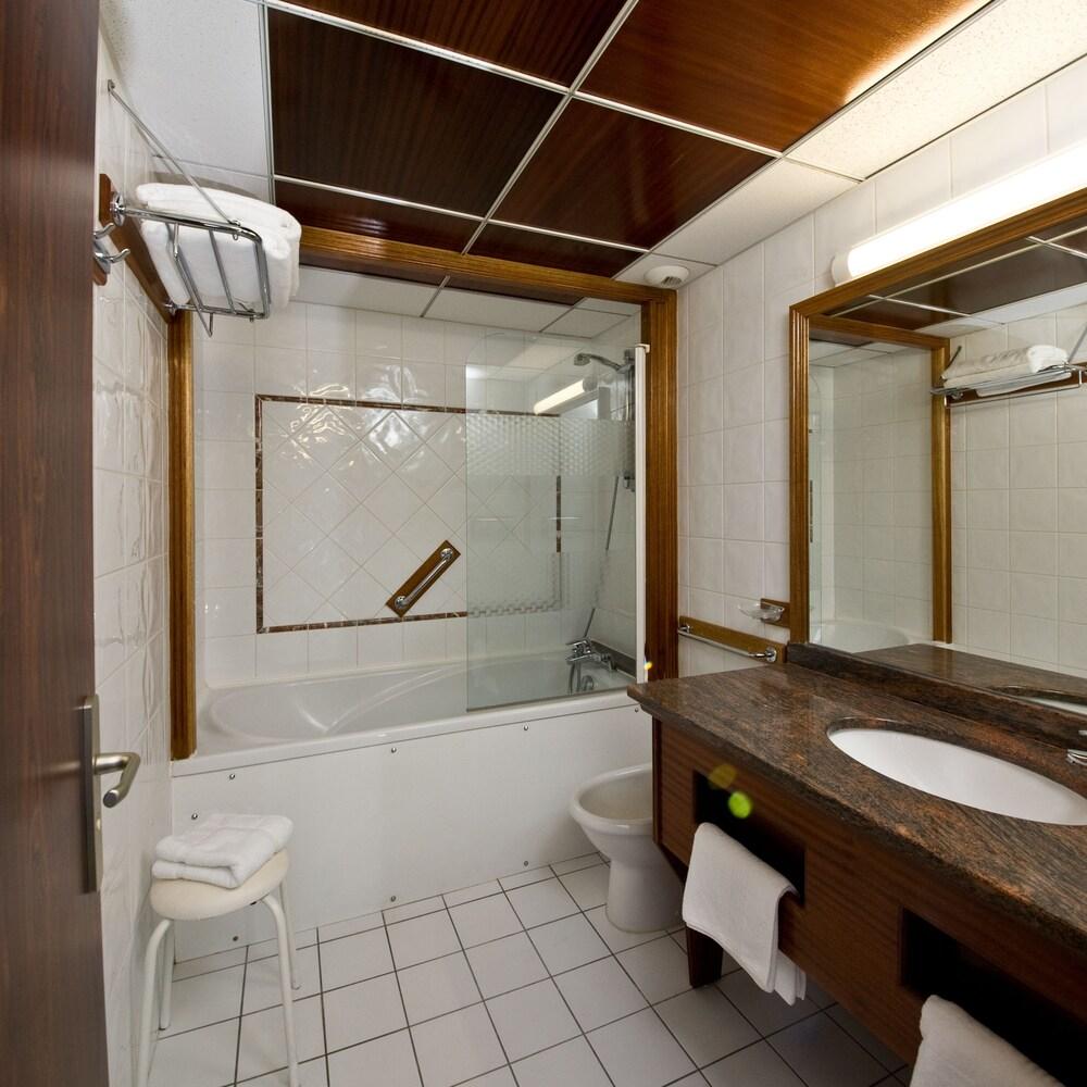 Miroir Salle De Bain Monsieur Bricolage ~ H Tel D Angleterre Arras Arras Hotels Com