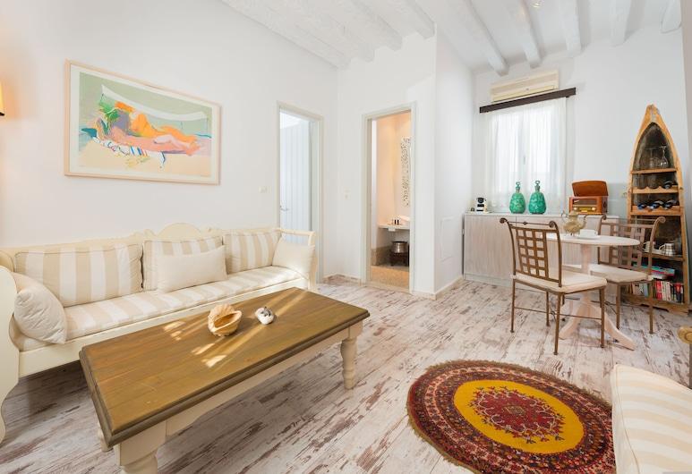 F Charm Hotel, Родос, Полулюкс, 1 двуспальная кровать «Кинг-сайз» с диваном-кроватью, балкон, вид на море, Зона гостиной