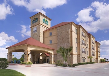 Picture of La Quinta Inn & Suites Dallas Grand Prairie South in Grand Prairie