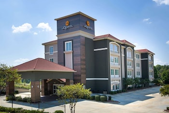 Enter your dates to get the Tupelo hotel deal