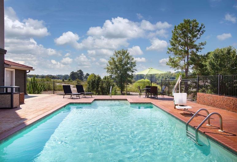 La Quinta Inn & Suites by Wyndham Tupelo, Tupelo, Pool