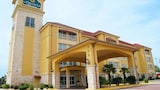 Choose This Business Hotel in Bryant -  - Online Room Reservations