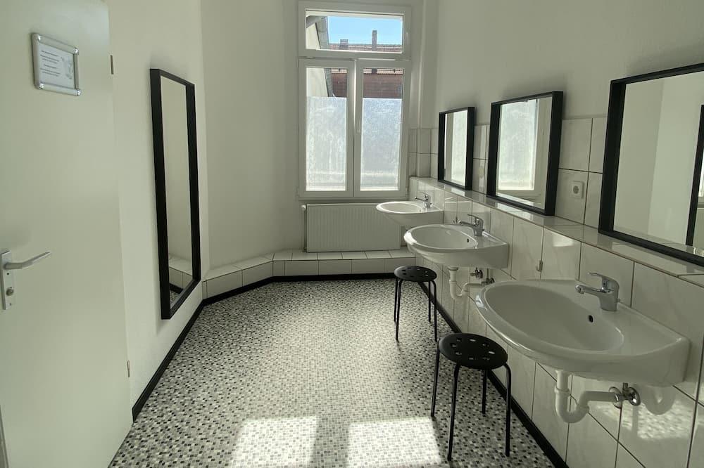 Quadruple Room, Shared Bathroom (no TV) - Bathroom
