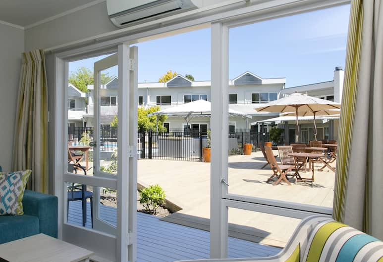 The Anchorage Resort - Heritage Collection, Taupo, Apartment, 1 Bedroom, Poolside, Living Room