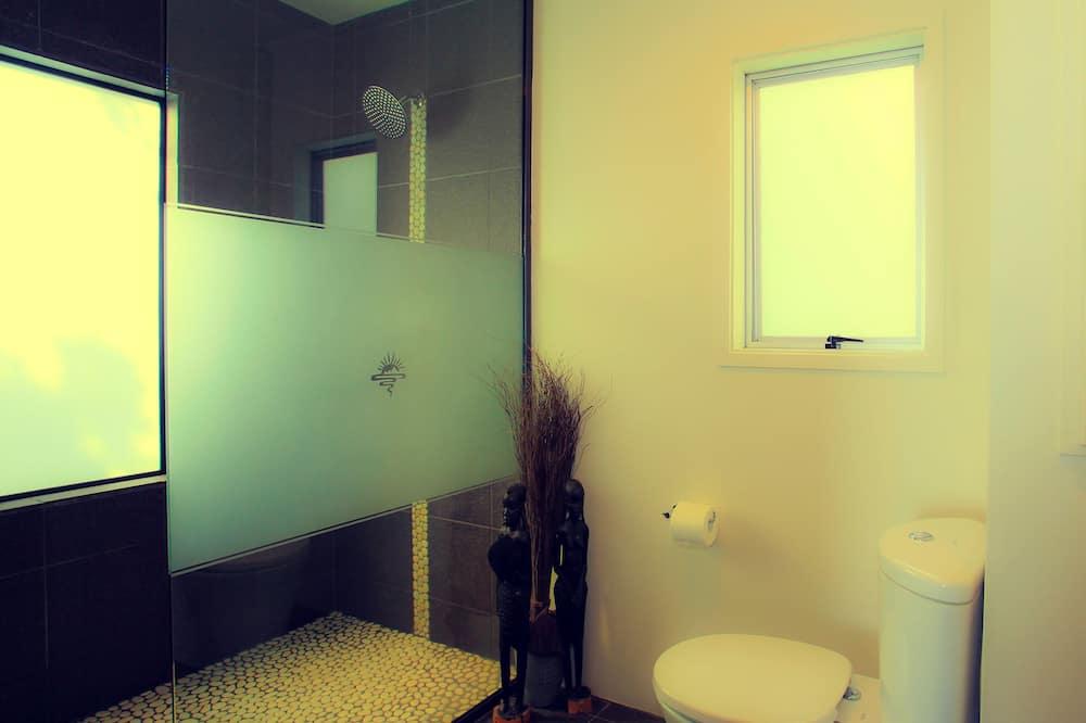 Романтичний котедж, 1 ліжко «квін-сайз», з видом на море, з виходом в сад - Ванна кімната