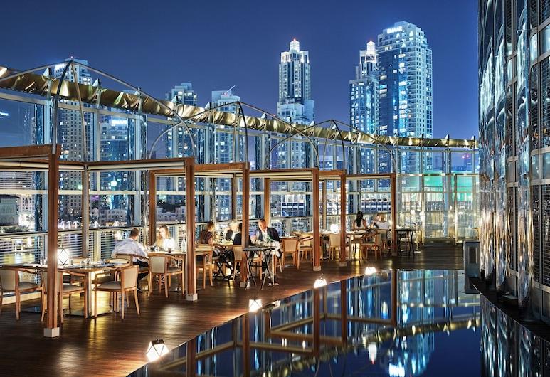 فندق أرماني دبي, دبي, حمام سباحة